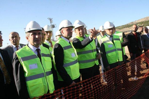 İnşaatçı Sağlık Bakan Yardımcısı Hastane inşaatını gezdi