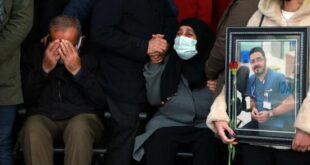Koronavirüse yenilen doktor için tören düzenlendi